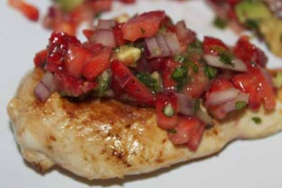 RSFFM strawberry-salsa-over-chicken